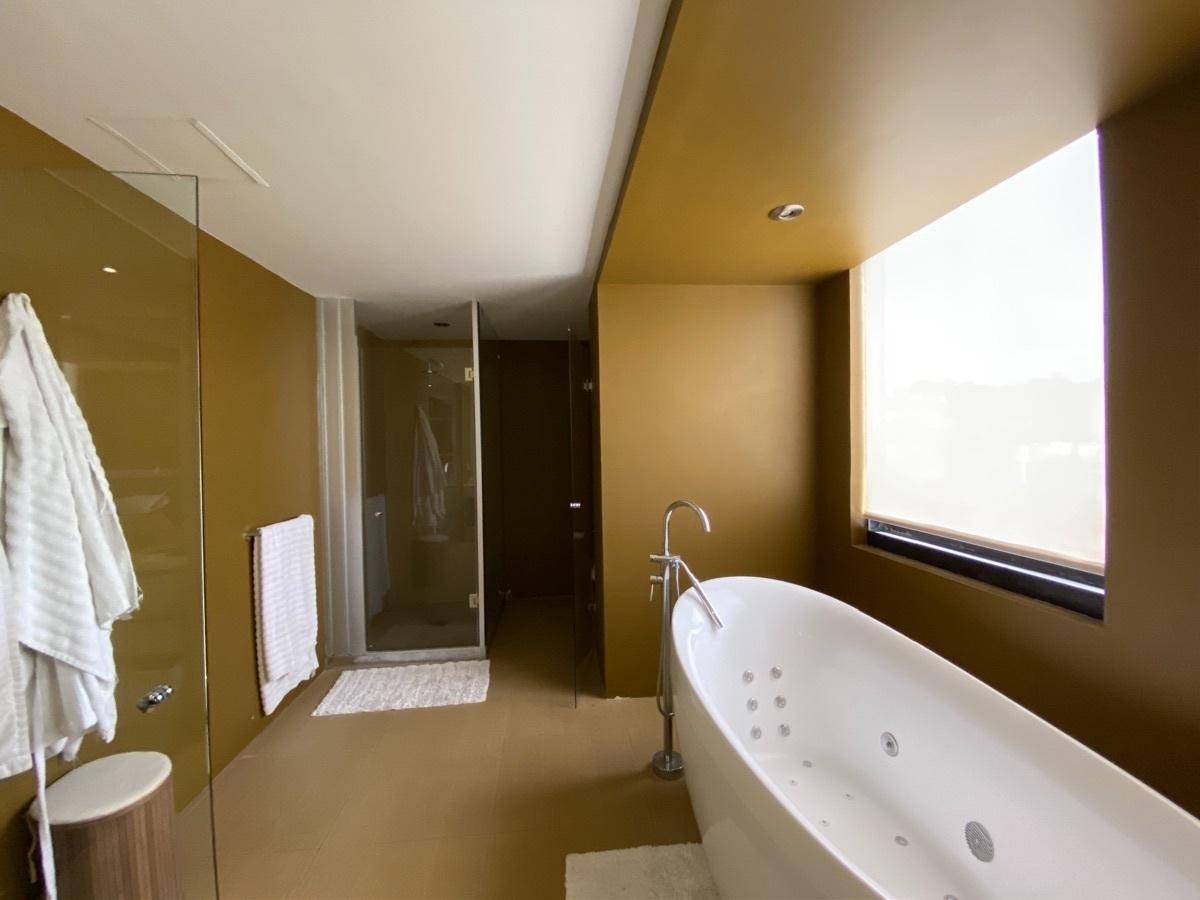 18 de 33: Baño principal