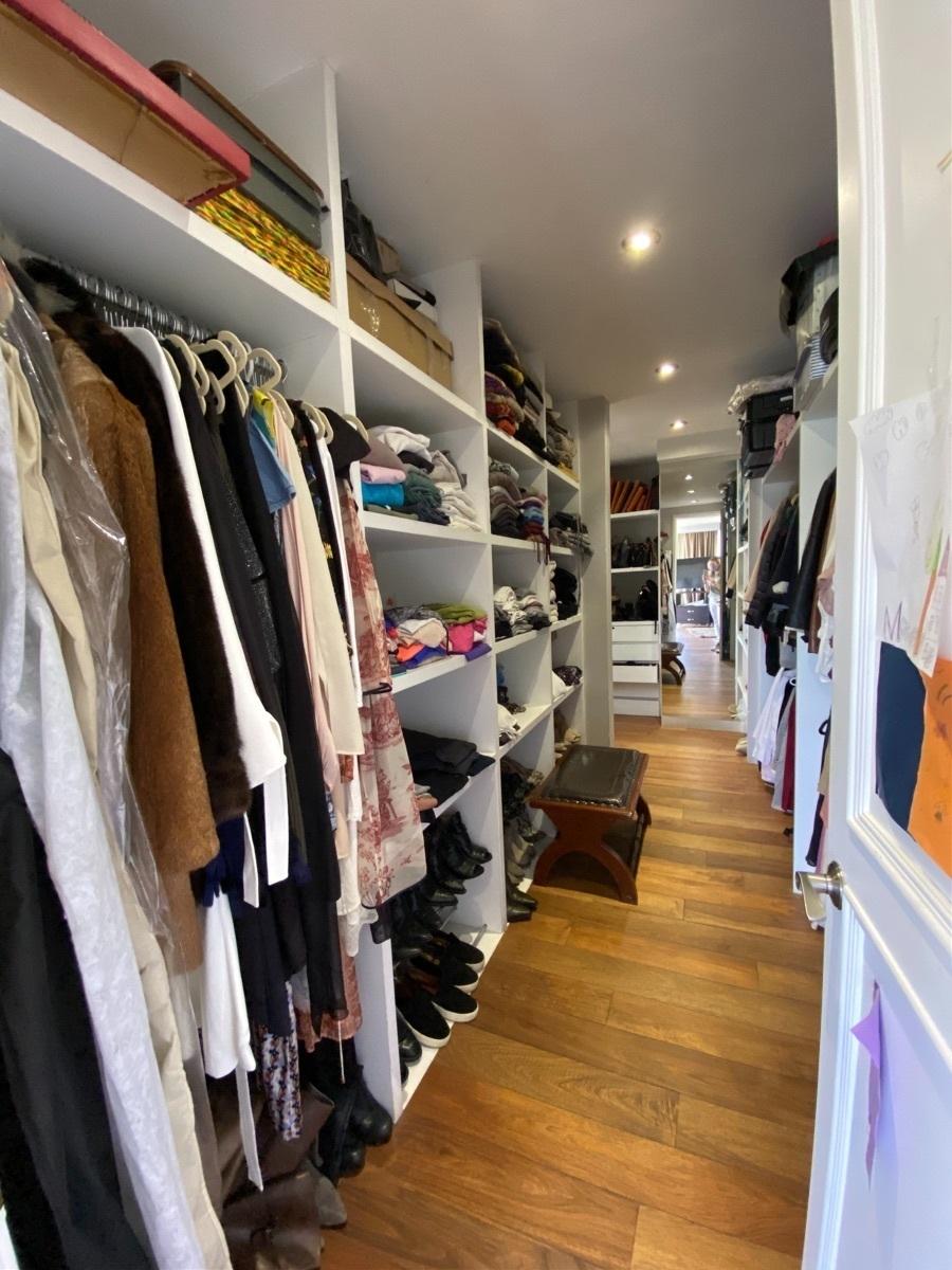 16 de 33: Walk in closet principal
