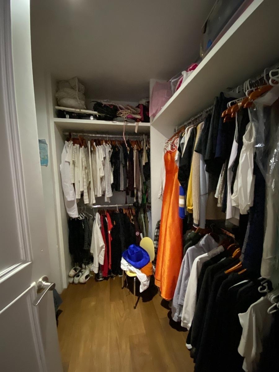 26 de 33: Walk in closet