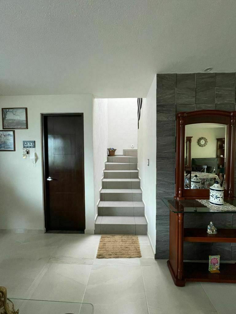 8 de 14: Escalera vista 1er piso