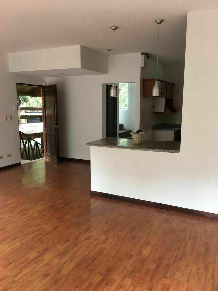 5 de 16: Vista interior de la cocina