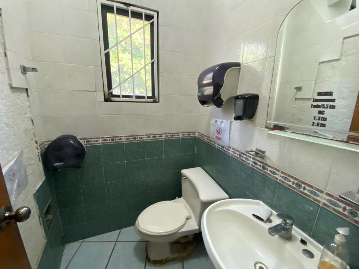 23 de 26: Baños interiores