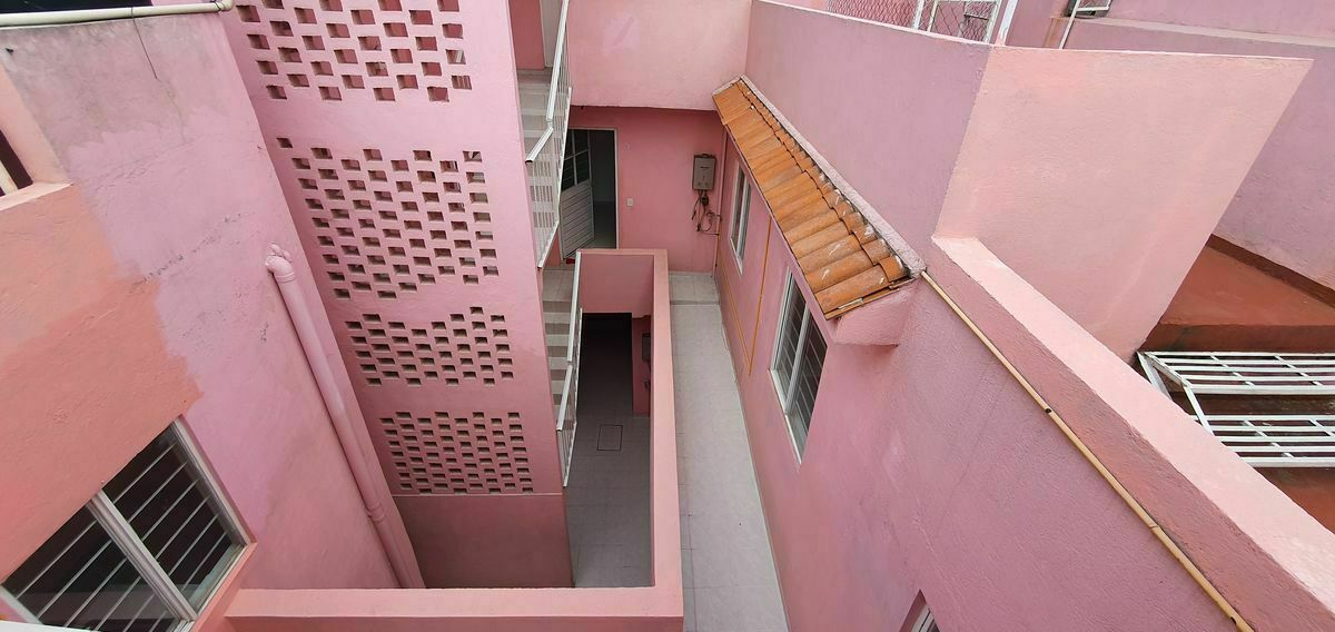 44 de 48: Cubo Escaleras