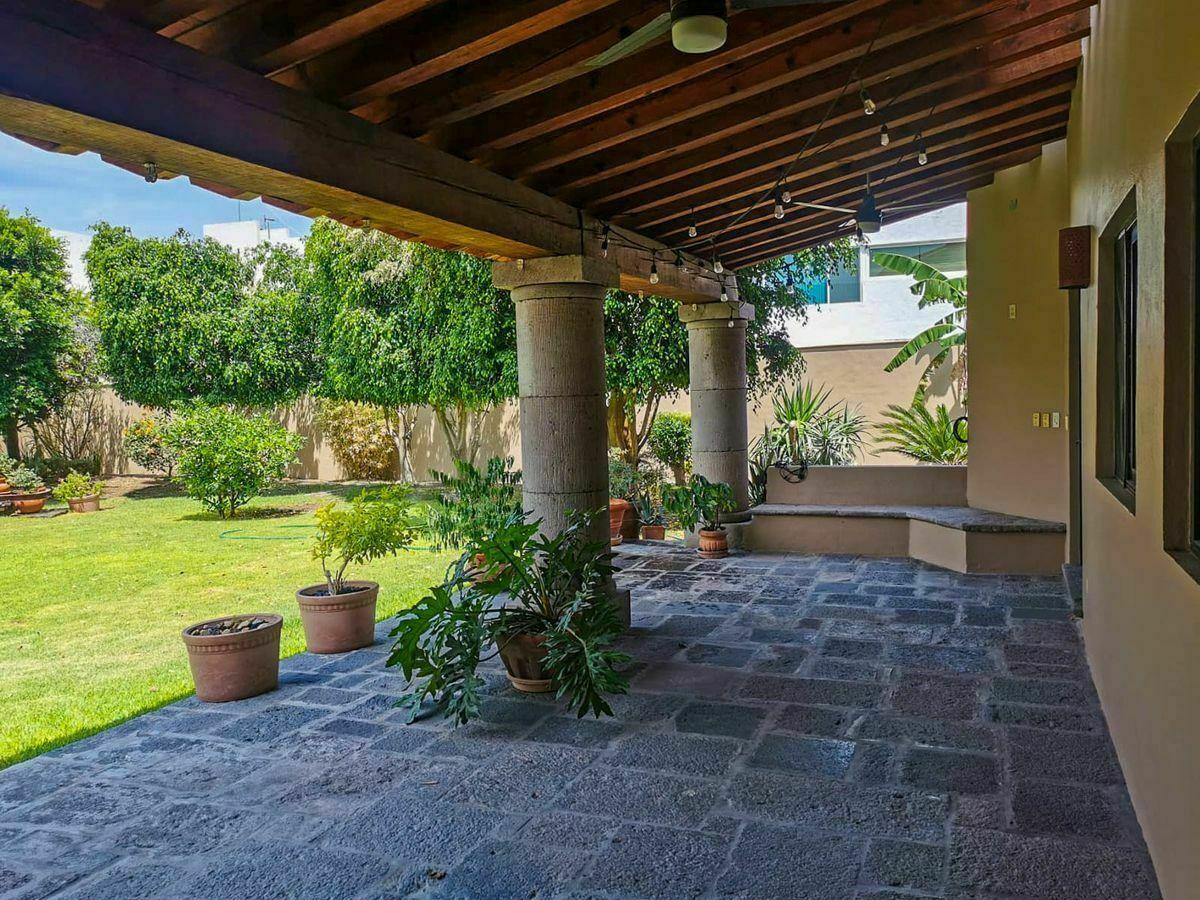 5 de 50: Terraza y Jardín