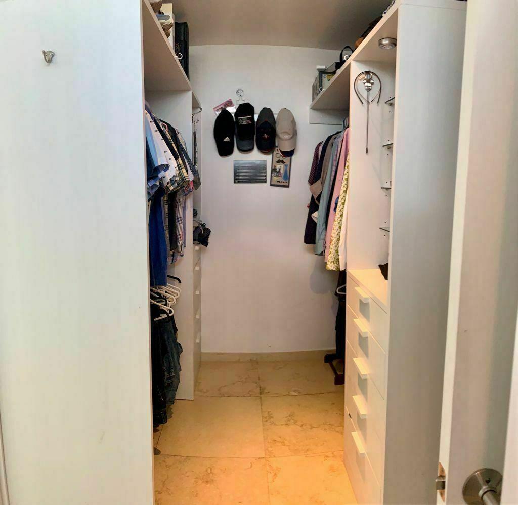10 de 17: Closet Vestidor