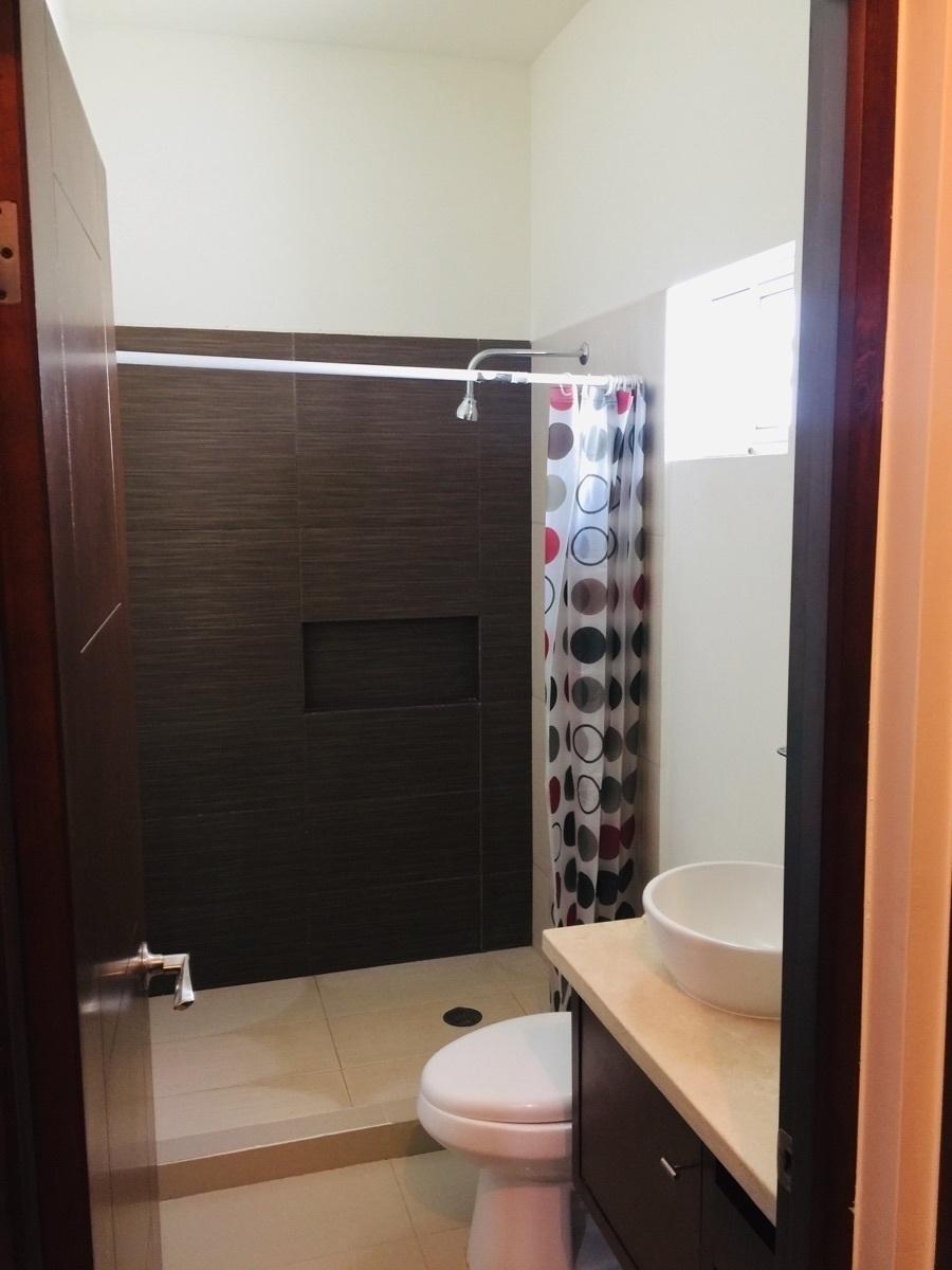 7 de 23: Baño cuarto principal