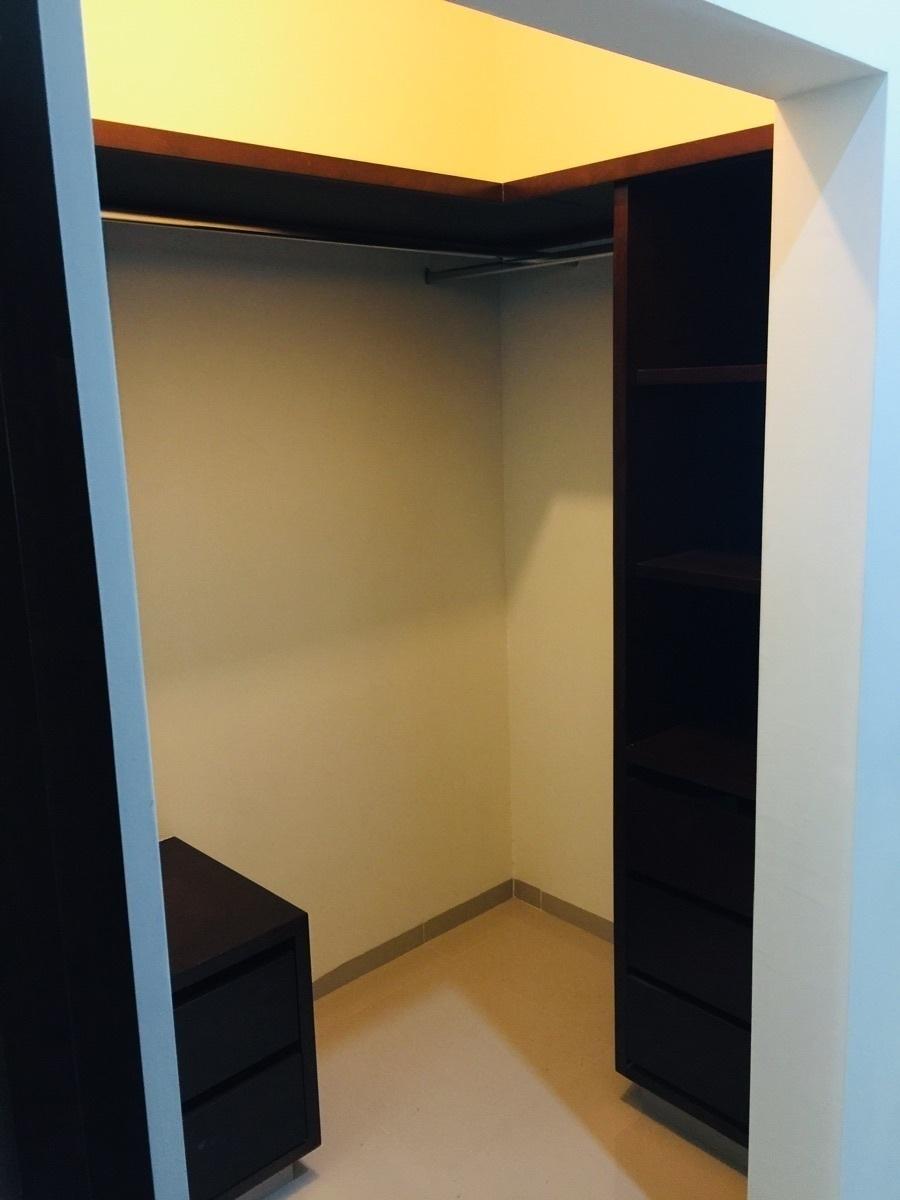 8 de 23: Closet cuarto principal