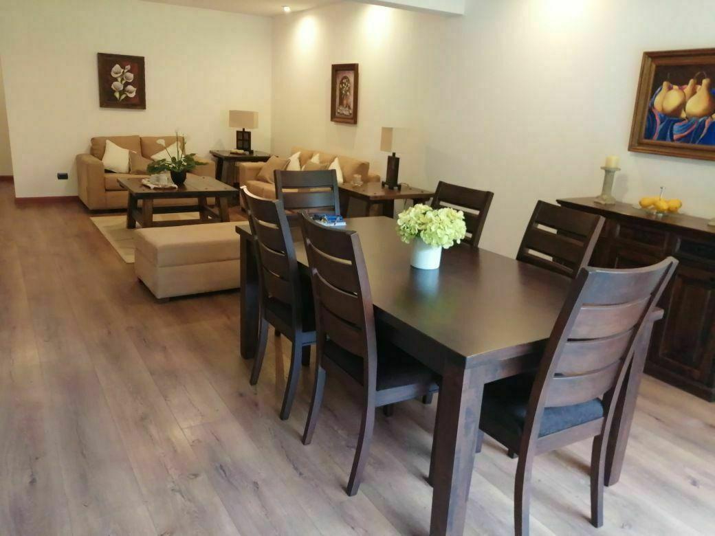 2 de 17: Comedor y sala de visitas