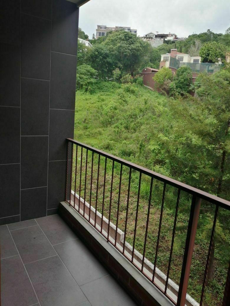 3 de 17: Balcón del área de comedor