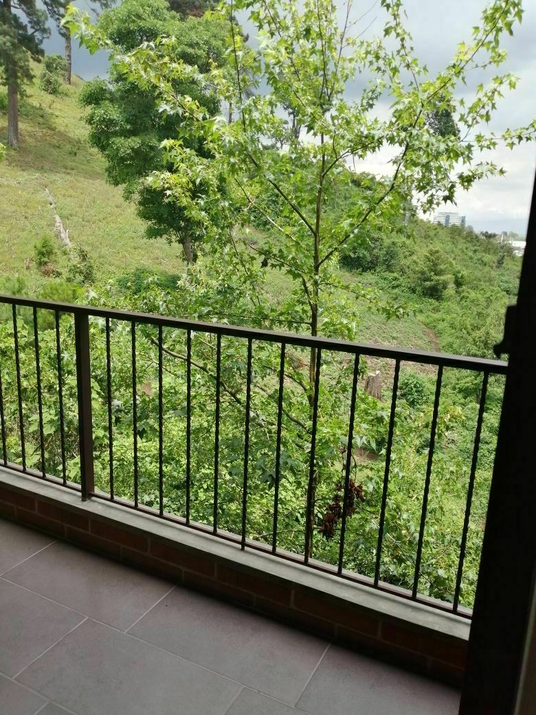 9 de 17: Balcón habitación principal.