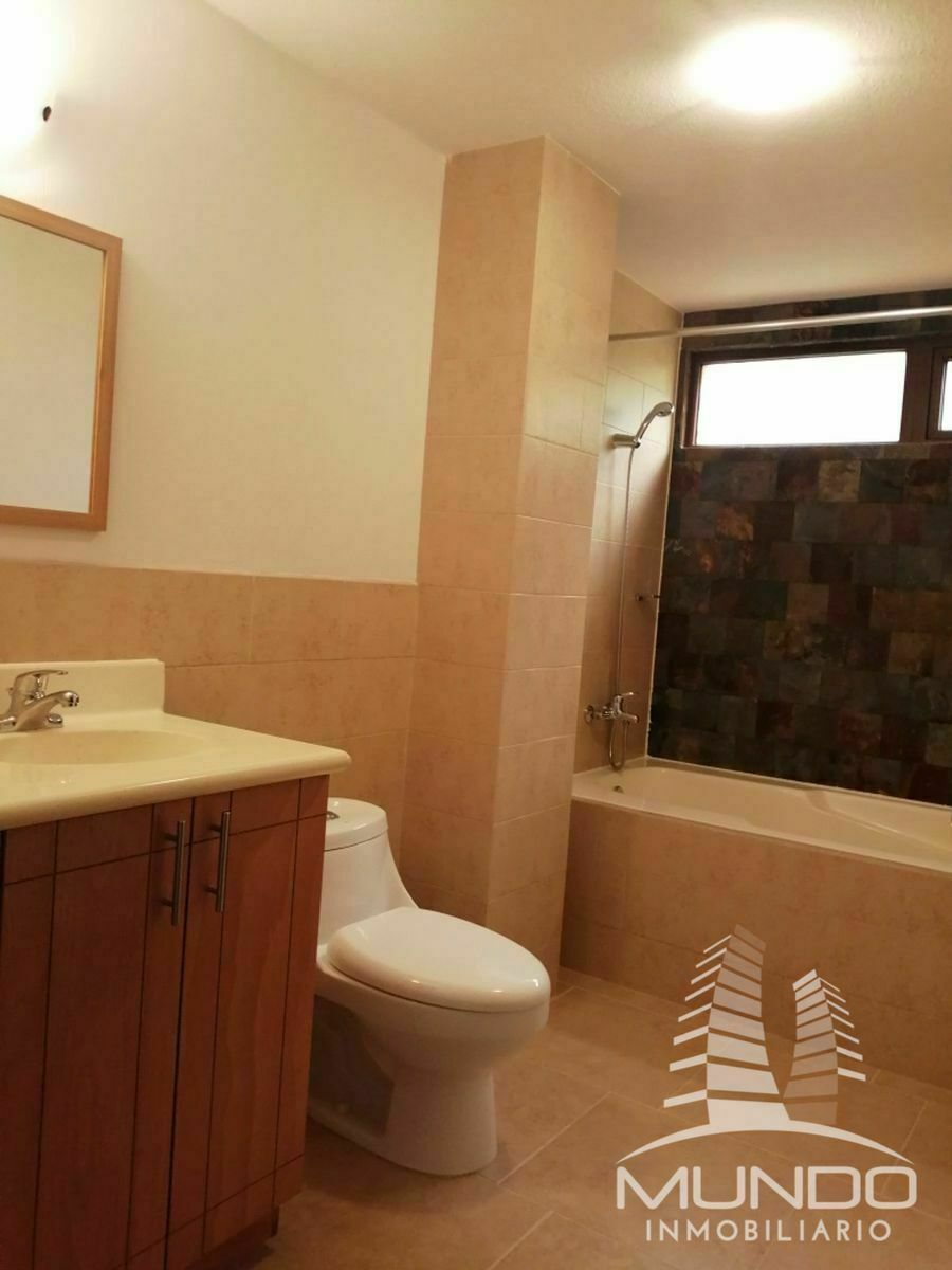 9 de 14: Baño habitación principal