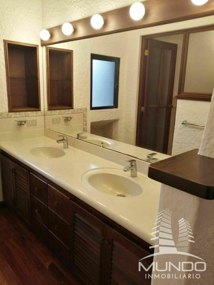 10 de 18: Baño Habitación principal