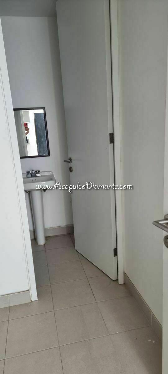 29 de 30: Baño cuarto de servicio.