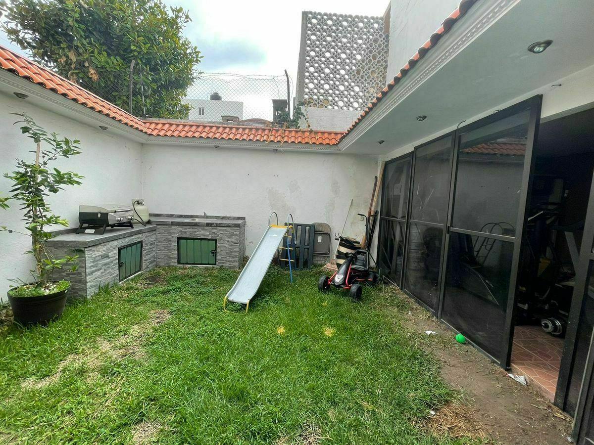 13 de 18: Jardín posterior