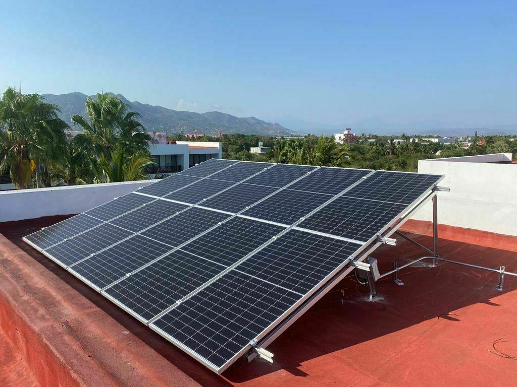 15 de 24: paneles solares  del departamento, incluidos .