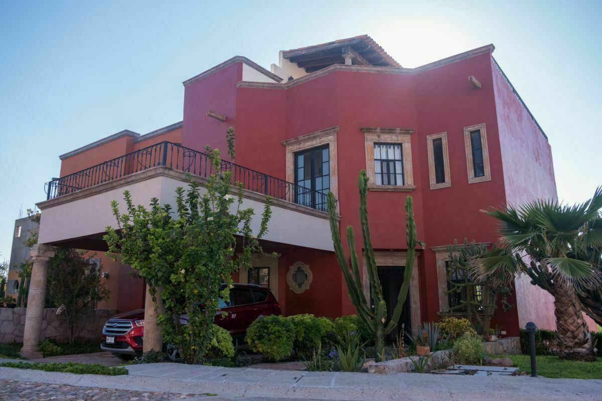 2 de 28: Fachada de Casa en Venta en Villas Acuarela en San Miguel.