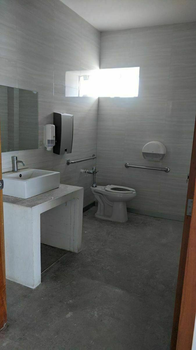 9 de 12: Baño para Personas con Movilidad Reducida