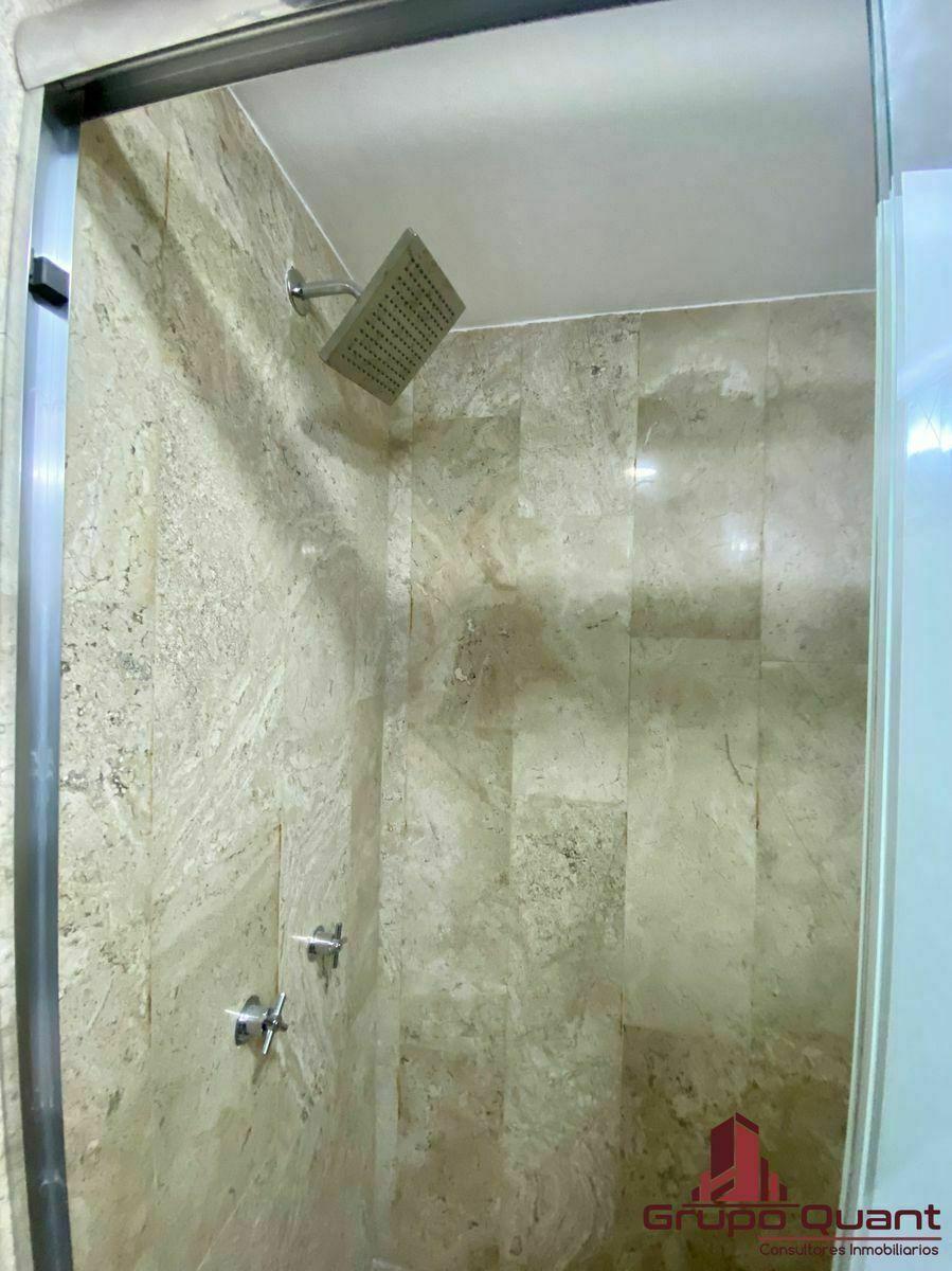 9 de 24: Área húmeda del baño