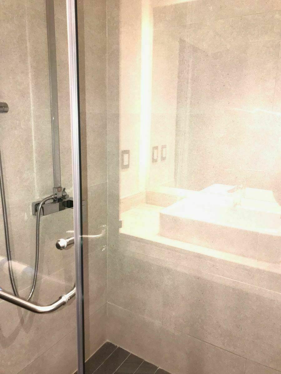 35 de 46: Regadera en el baño