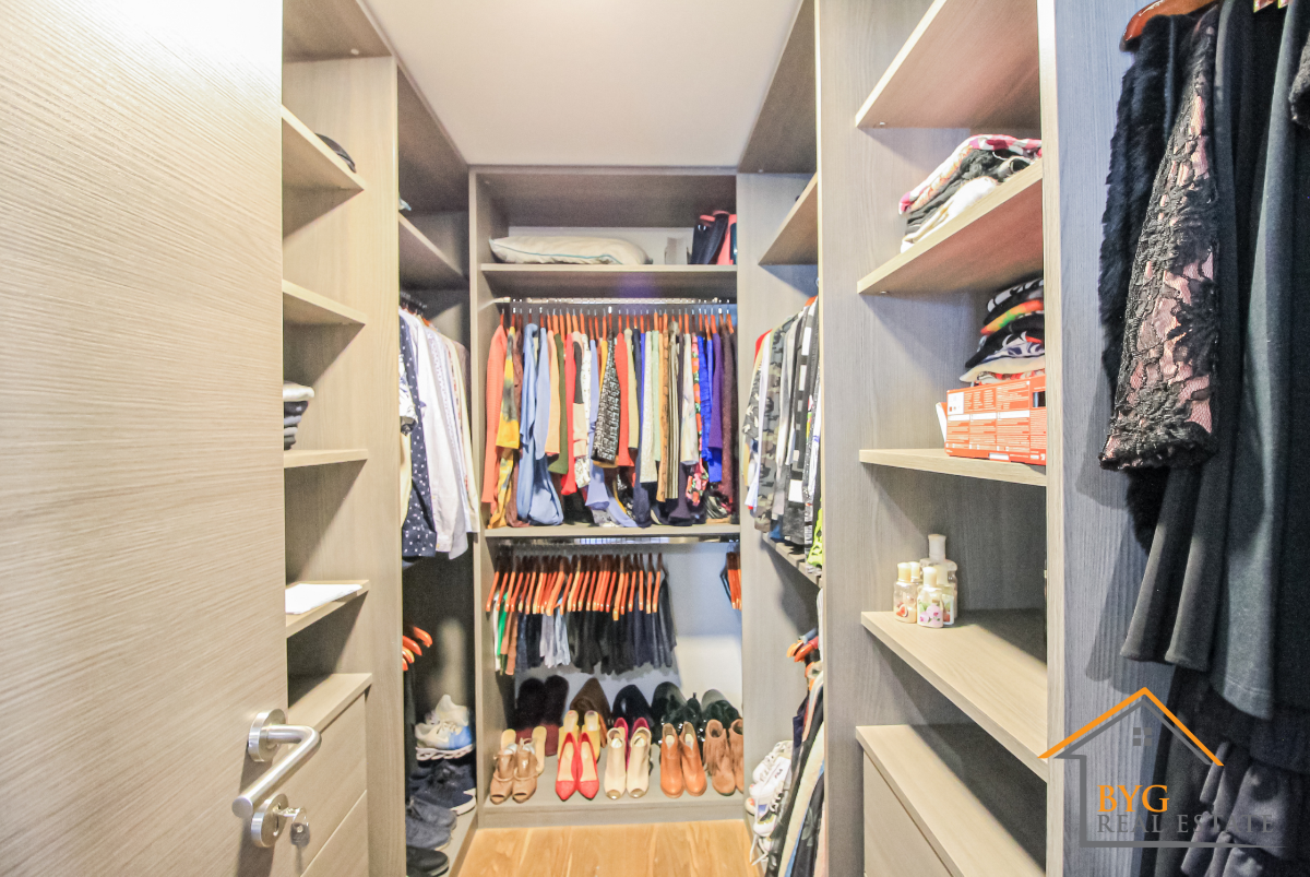 17 de 23: closet principal