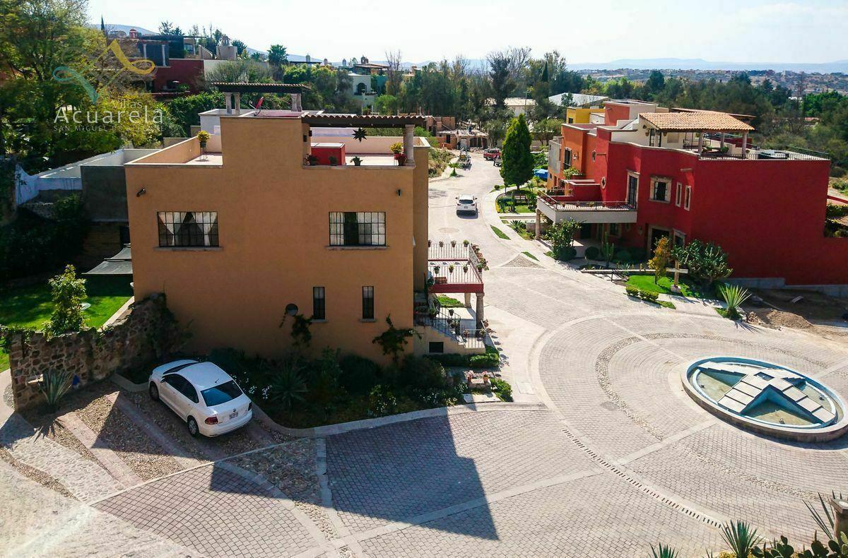 2 de 24: Vista lateral y Calle Colores