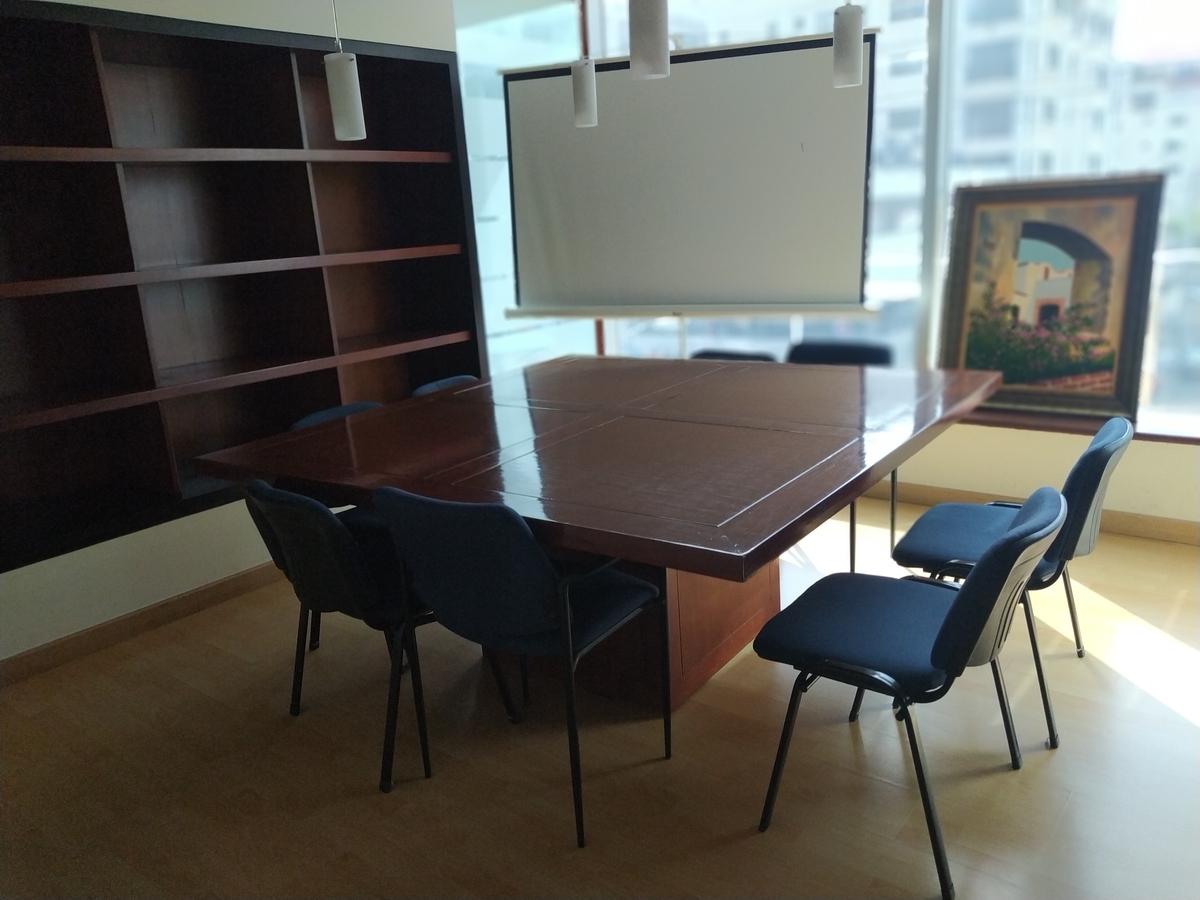 3 de 12: Sala de reuniones