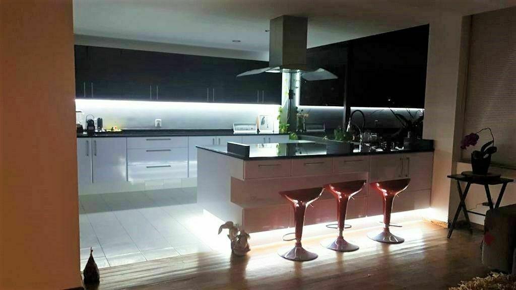 16 de 16: Increíble iluminación en cocina.