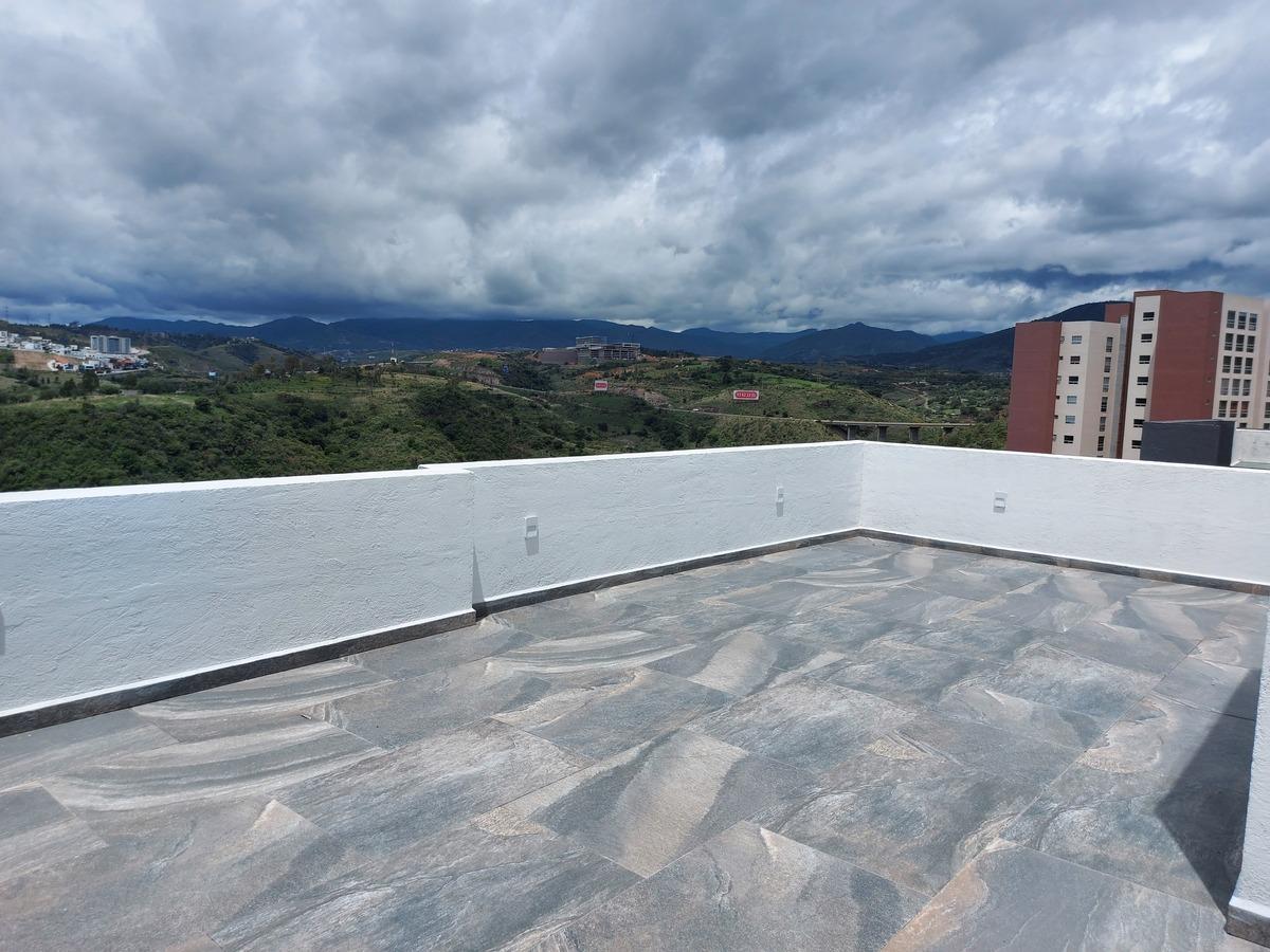4 de 20: Roof con increíble vista a Presa Madín