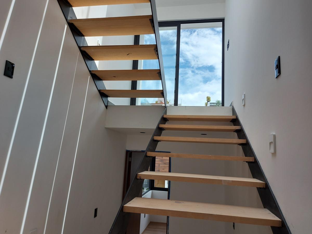 7 de 20: Modernas escaleras con domo
