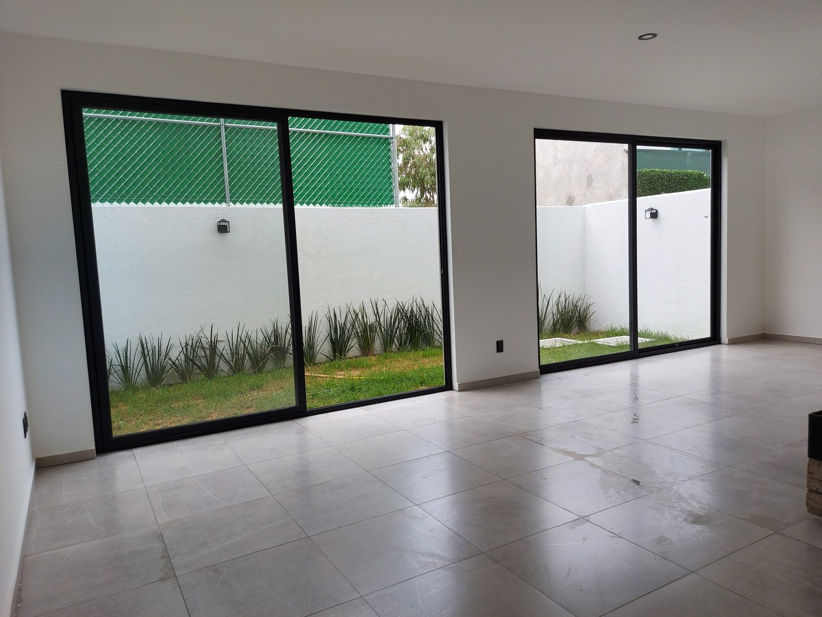 8 de 20: Salón de usos múltiples con salida a Jardín