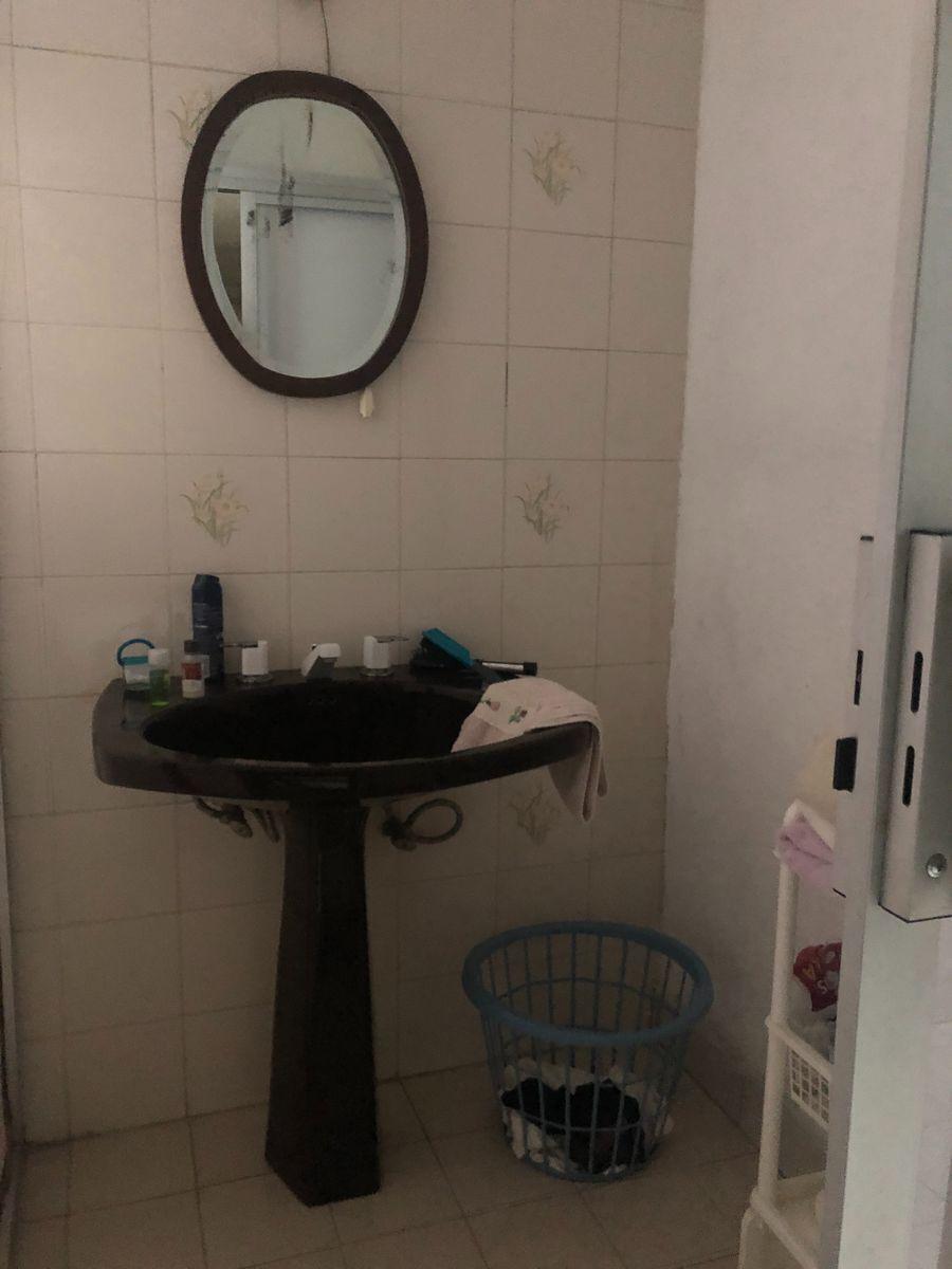 18 de 28: Baño A habitación principal.