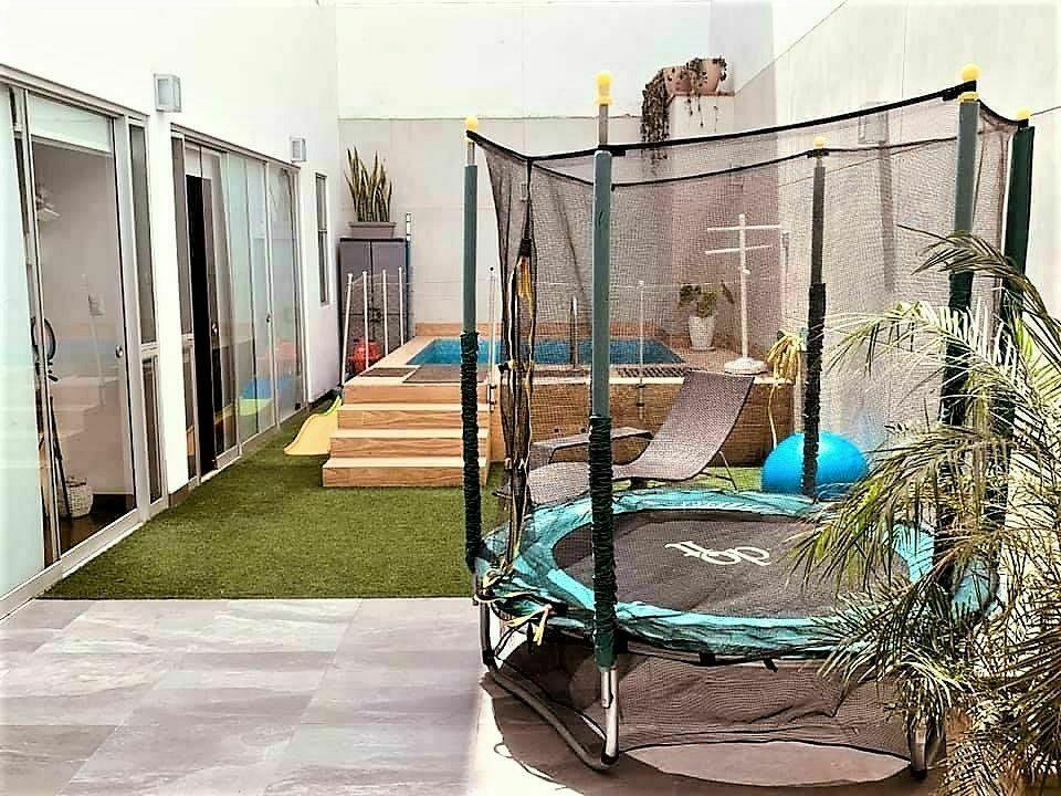 15 de 15: Terraza secundaria con piscina y espacio para juegos
