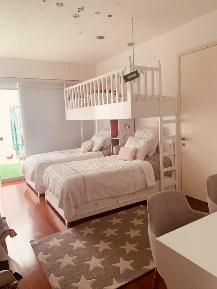 13 de 15: Dormitorio secundario muy iluminado con salida a terraza