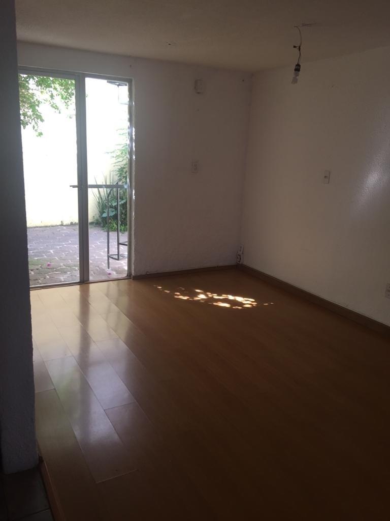 12 de 12: Sala y comedor iluminado con piso de madera