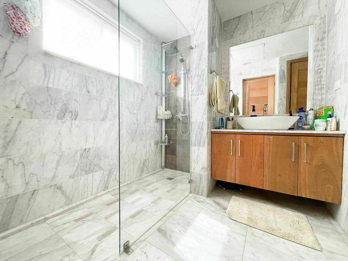 15 de 23: Baño habitación #1