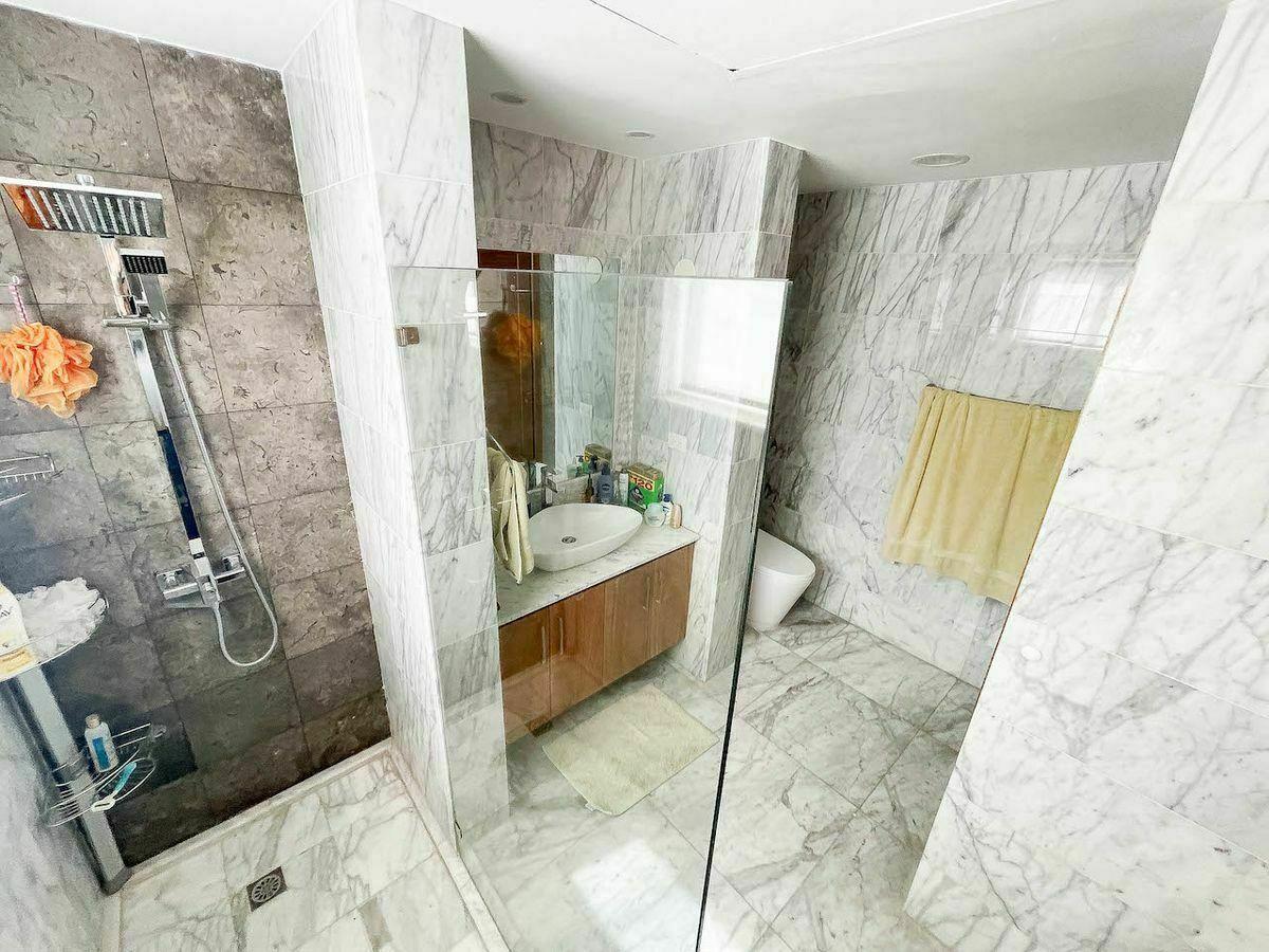 16 de 23: Baño habitación #1