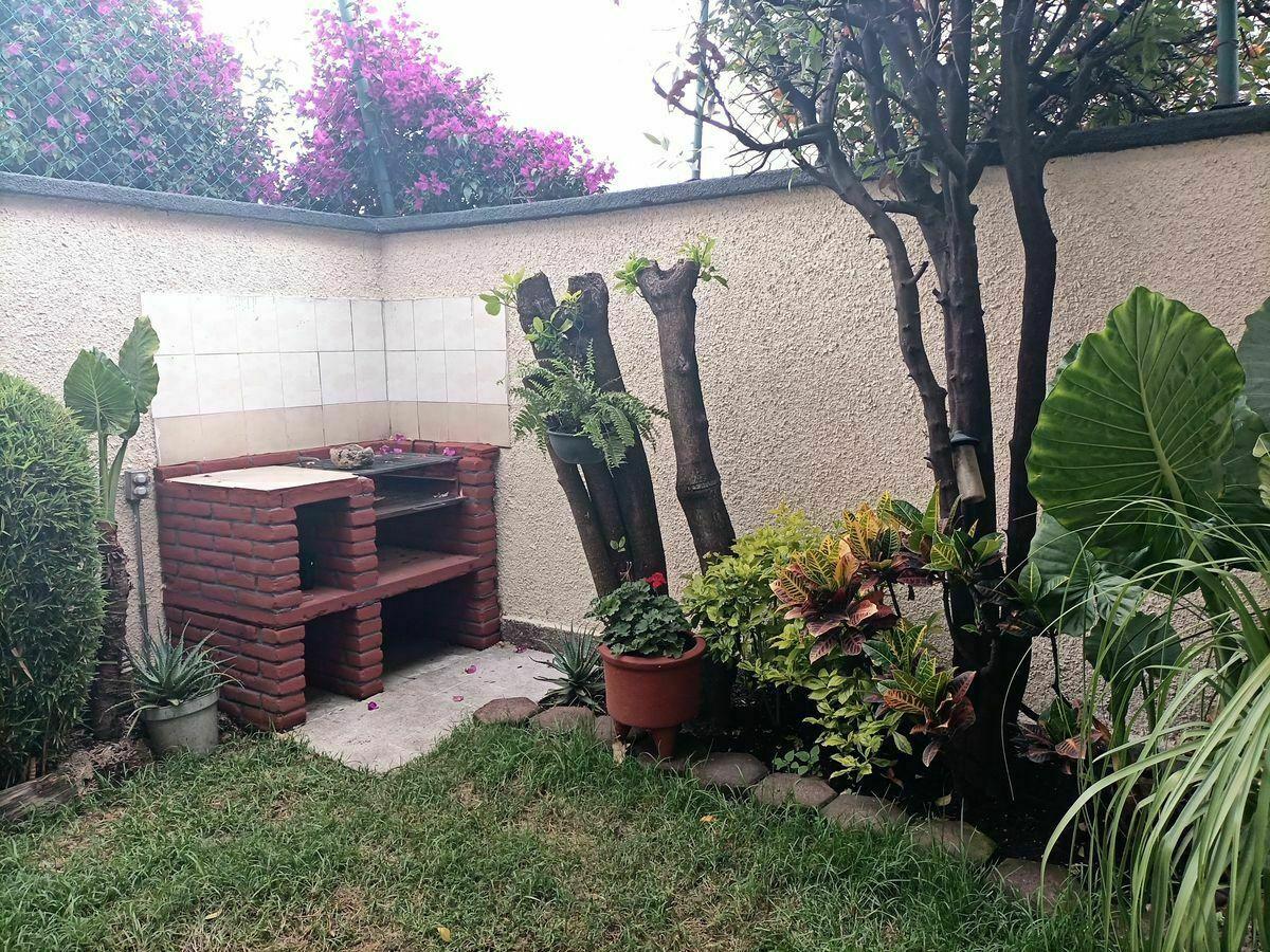9 de 40: Área de jardín.