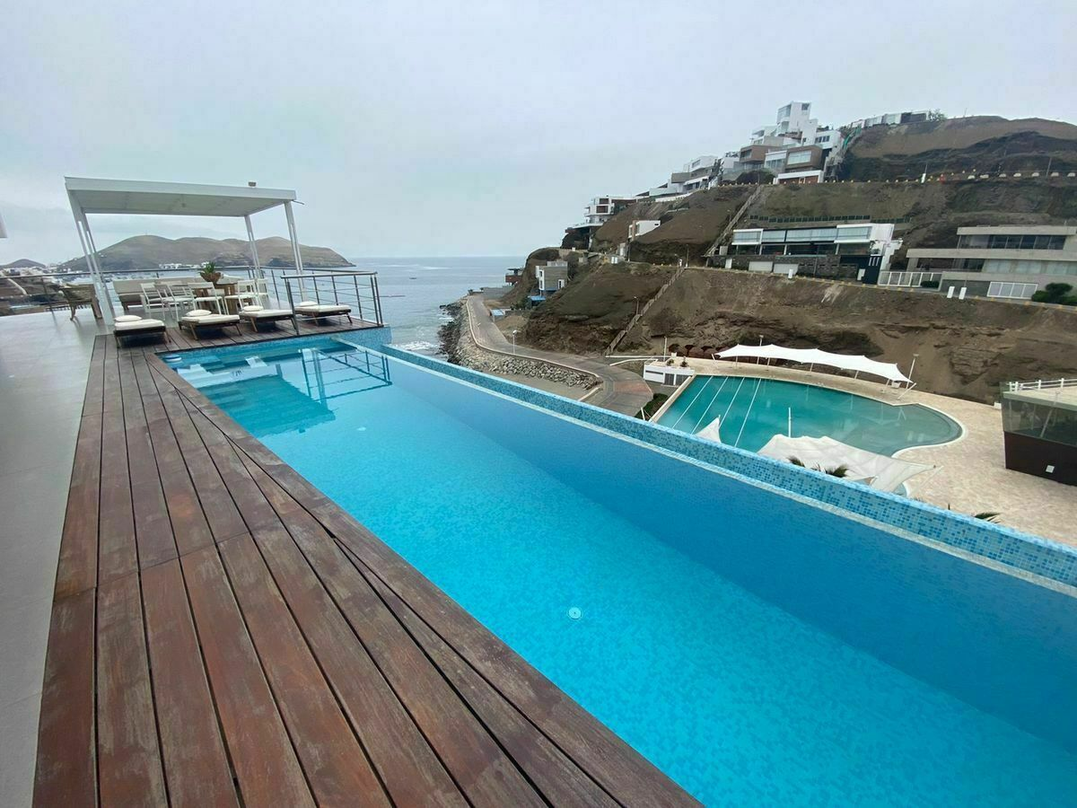 1 de 12: Maravillosa Vista desde la Terraza con Piscina al mar y Club