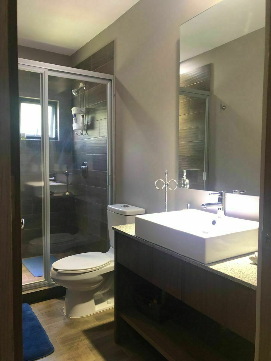 22 de 30: Baño completo  habitación 3