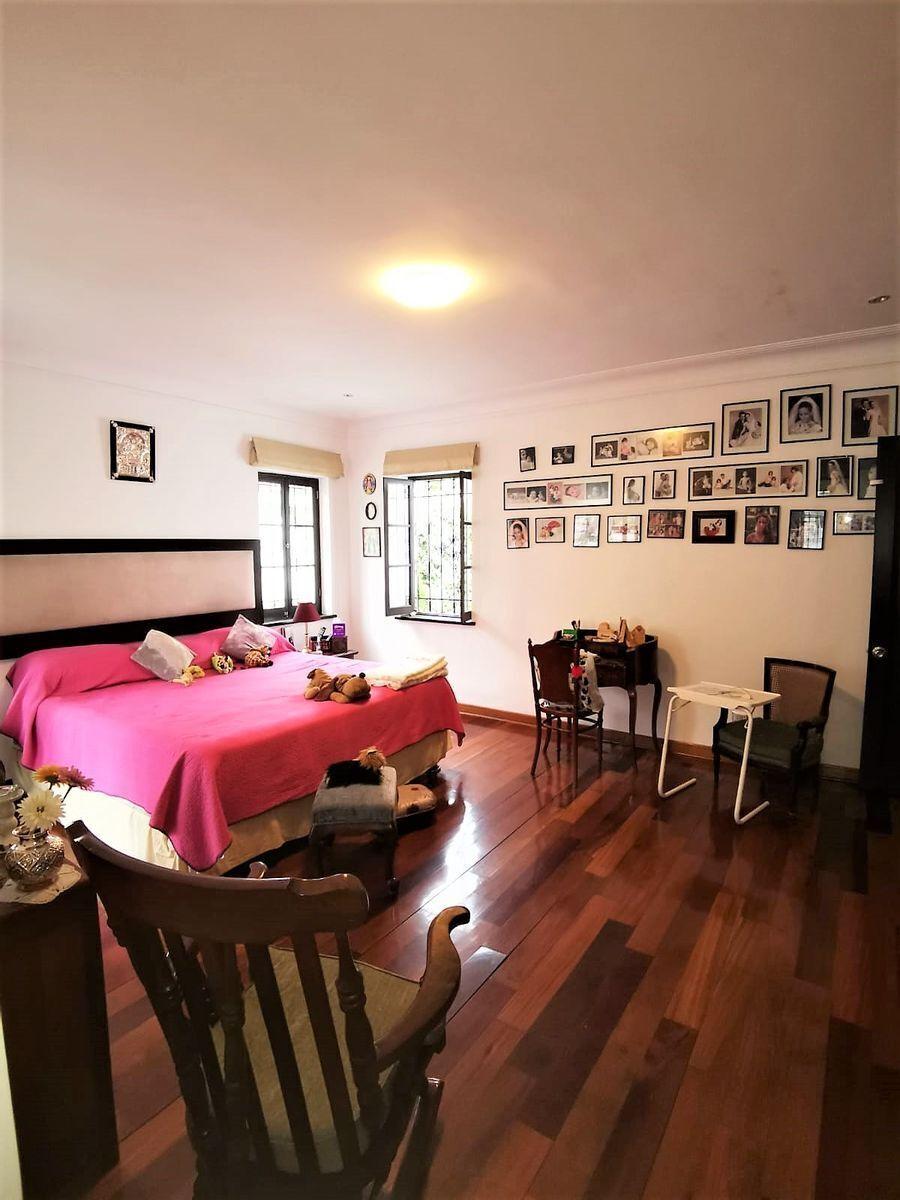14 de 21: Dormitorio Principal en el piso 2 con salida a terraza en L