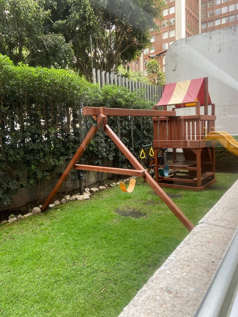 20 de 29: jardin comun con juego para niños