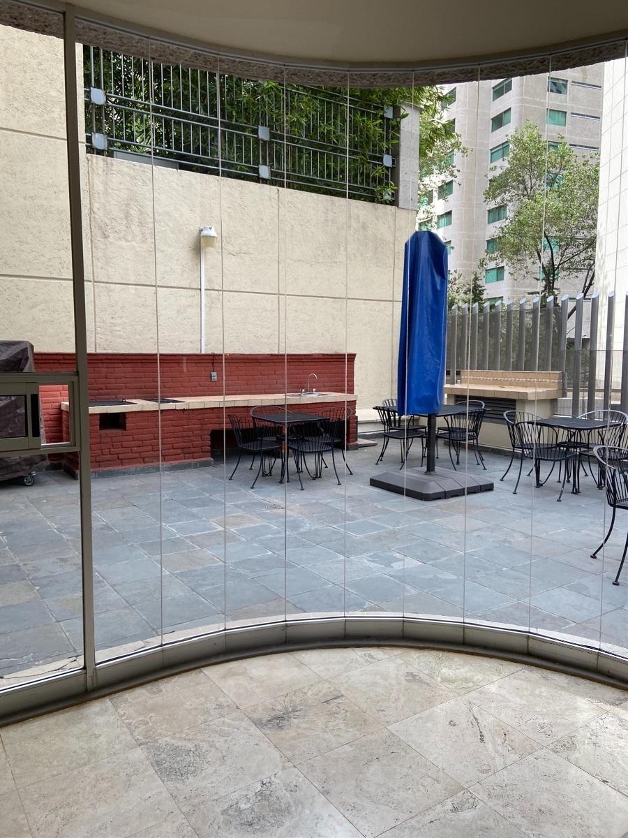 19 de 29: terraza  con asadores