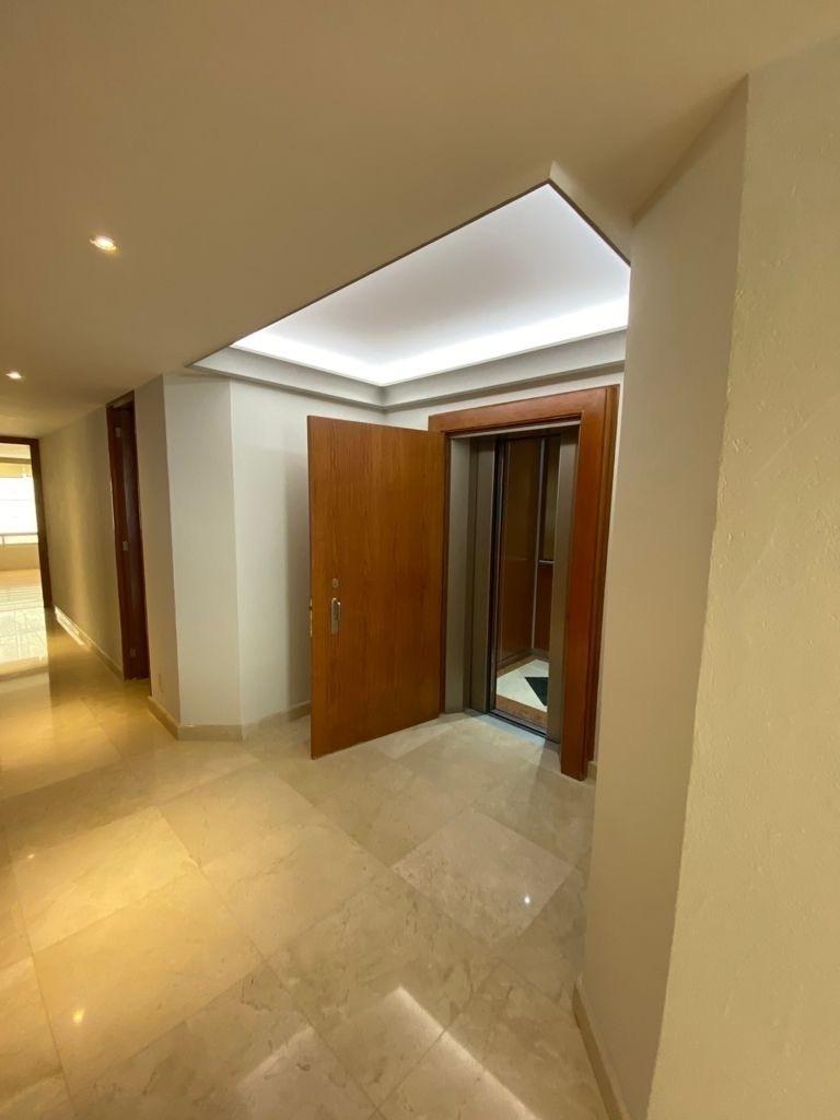 2 de 29: Entrada con elevador directo al piso