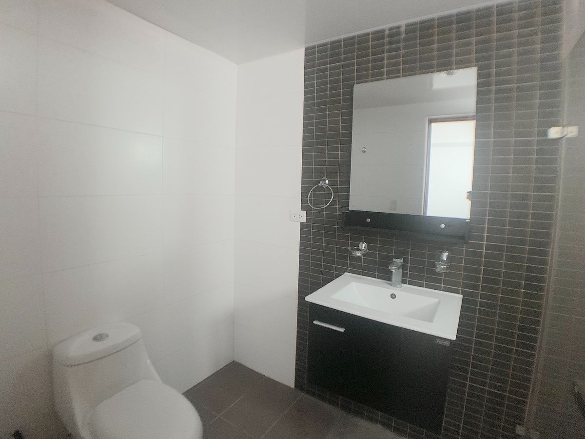 4 de 12: Baño habitación