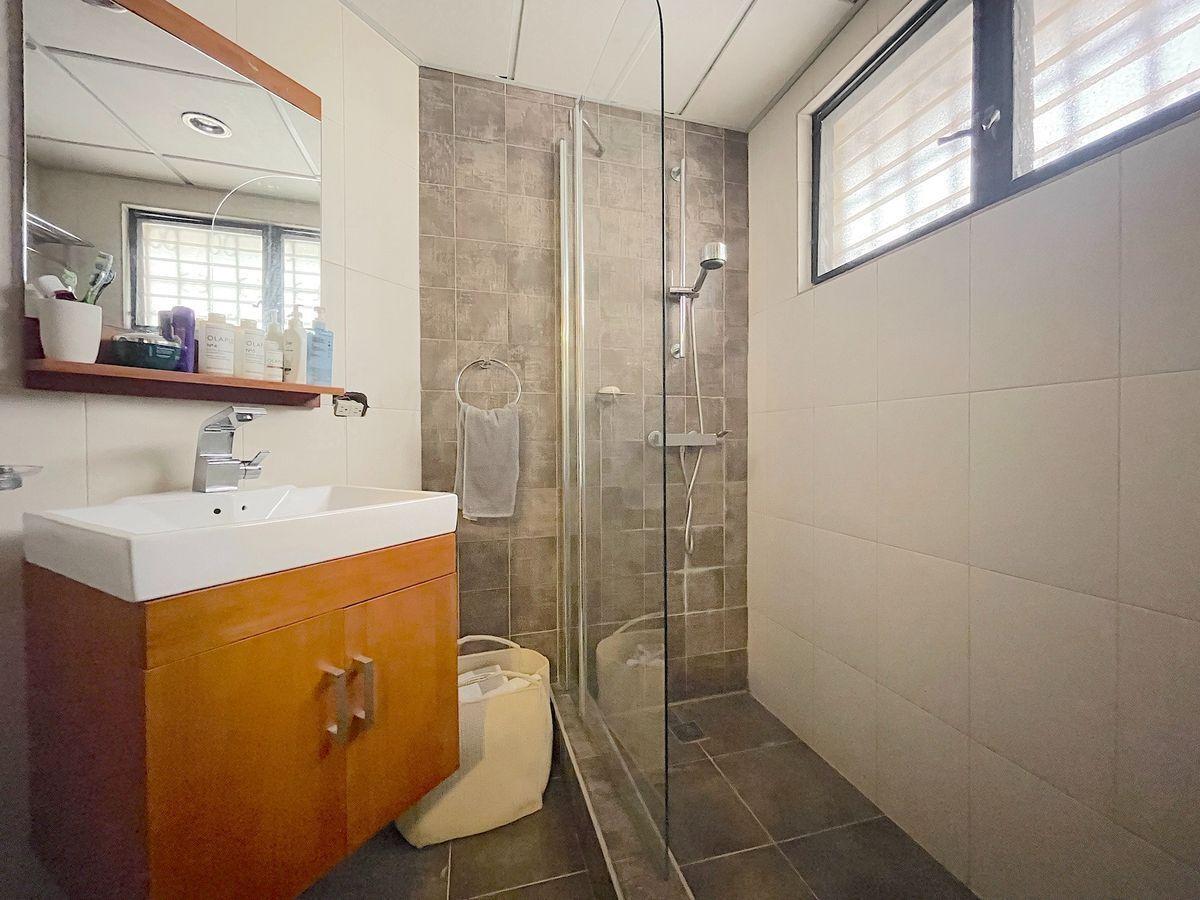 13 de 16: baño habitación 1