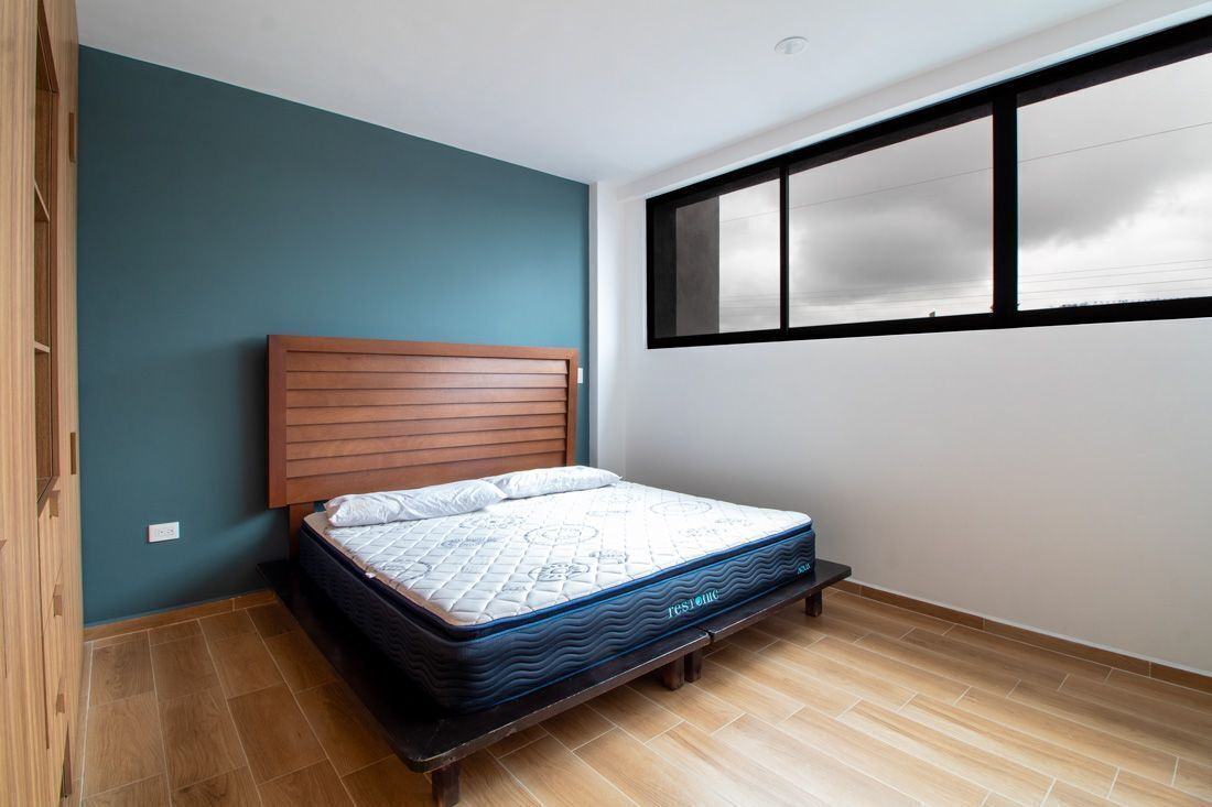 5 de 16: Recámara principal con cama king size