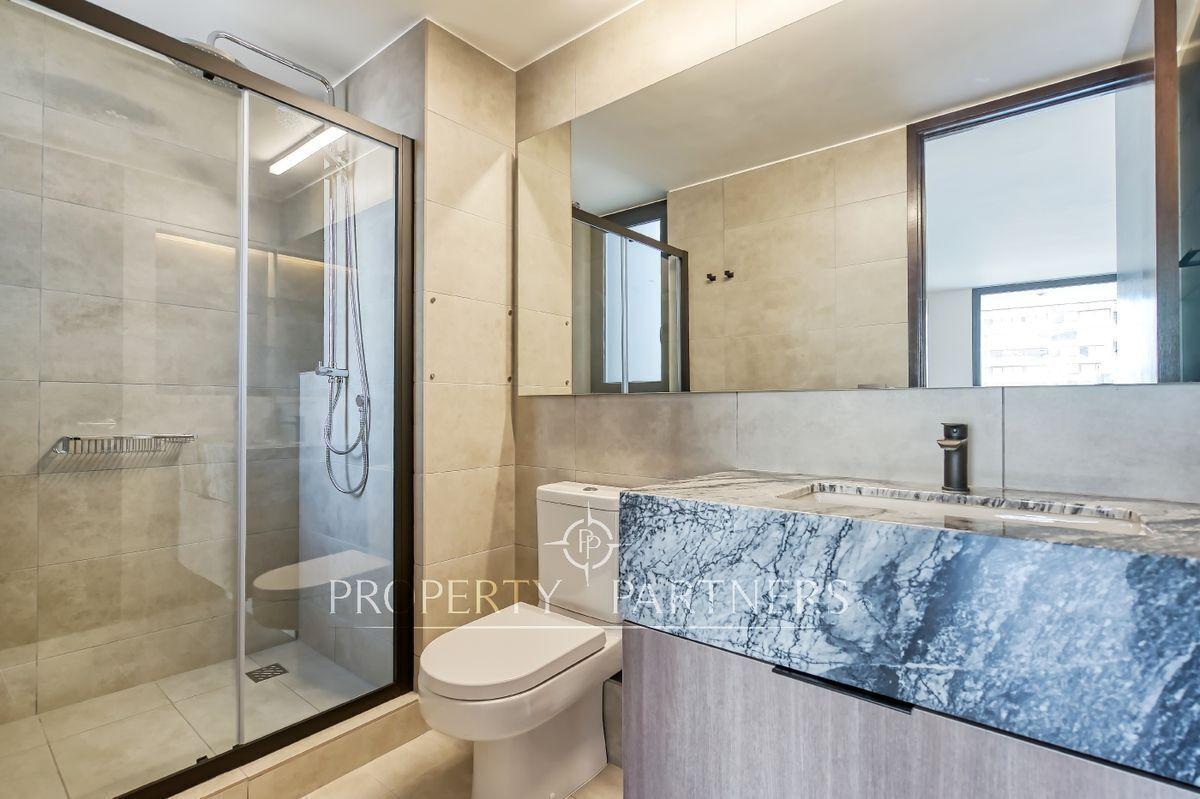 13 de 24: Baño en suite