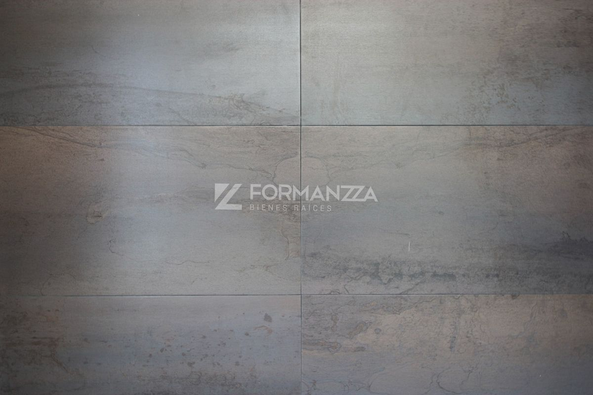 7 de 35: Detalle de pared forrada en azulejo.