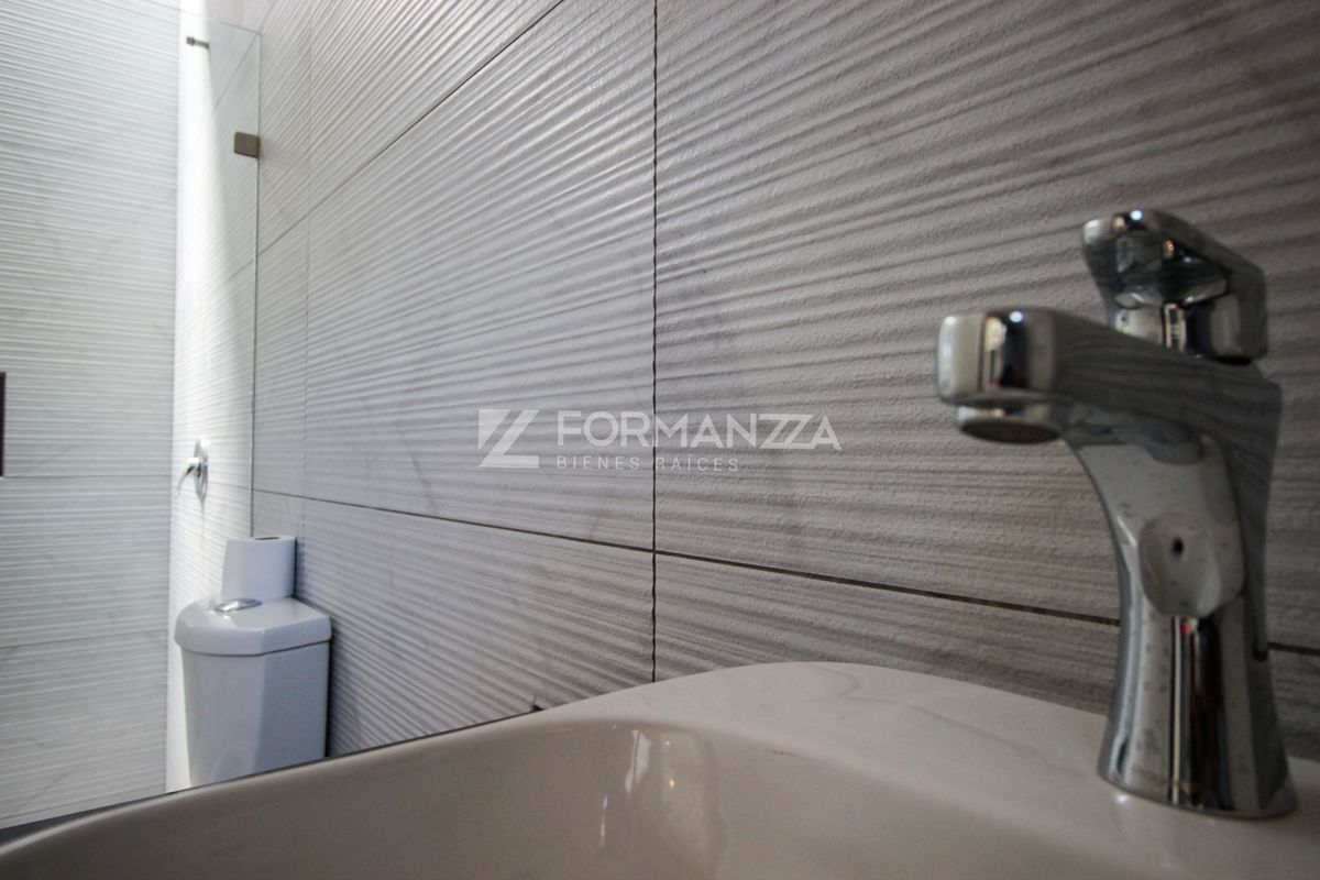 25 de 35: Baño exclusivo en habitación principal.