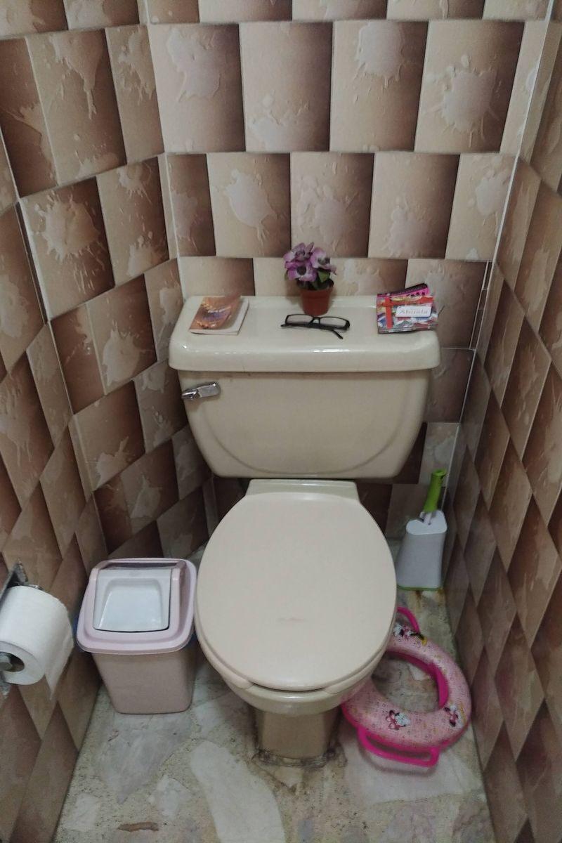 25 de 50: Medio baño PB